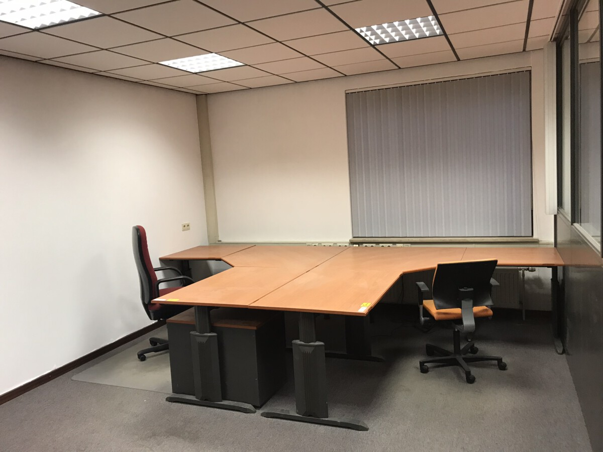 Diverse kantoormeubelen